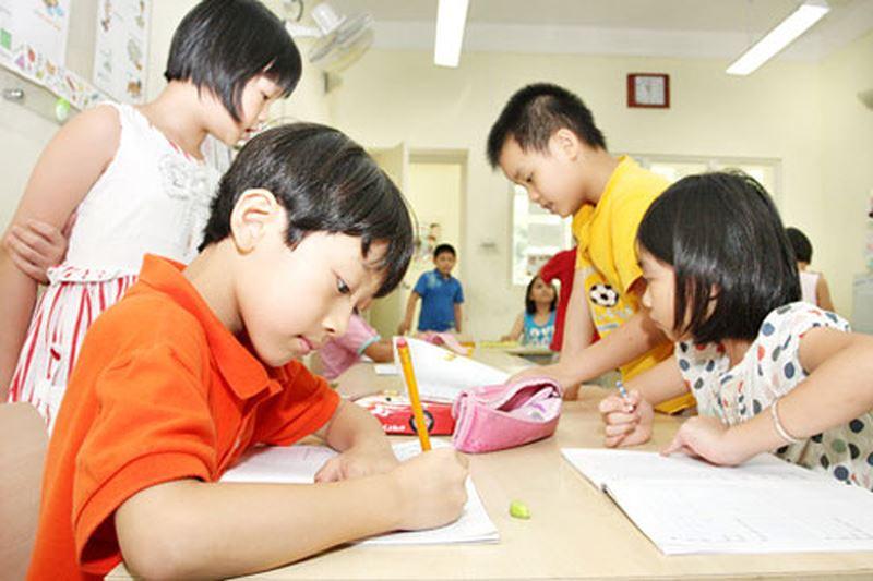 Image result for trẻ học bài